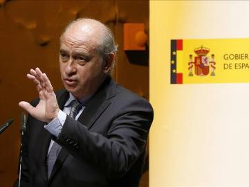 Jorge Fernández Díaz compara la guerra de las banderas con cuando ETA estaba operativa