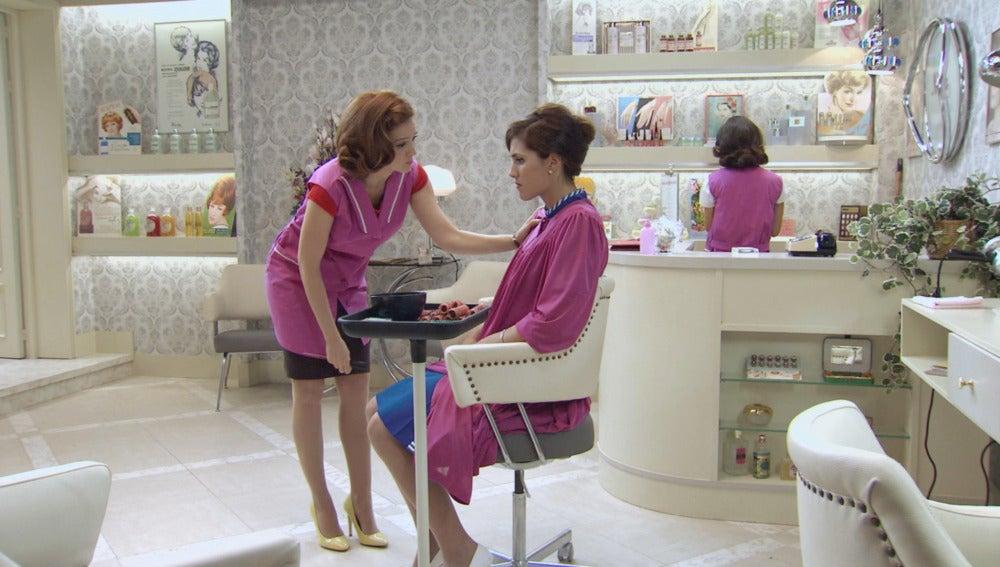Loli y Sofía en el Salón de Belleza 'Niza'