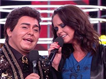 Una emocionada Shaila Dúrcal recuerda a su madre cantando 'Amor eterno' junto a Falete