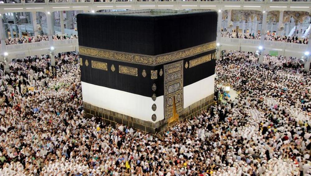 Miles de peregrinos viajan hasta La Meca