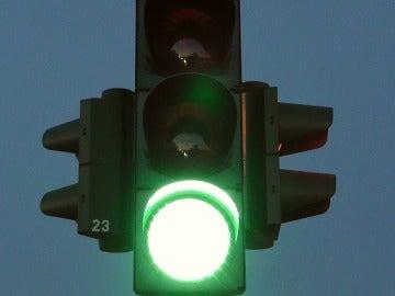 La pelea se inició al ponerse en verde el semáforo