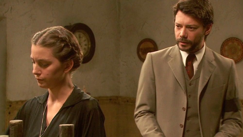 Rosalía desconfía de Lucas y le echa de casa