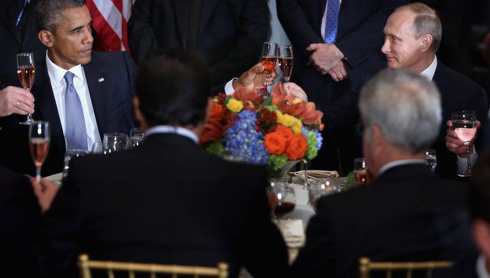 Brindis entre Barack Obama y Vladimir Putin