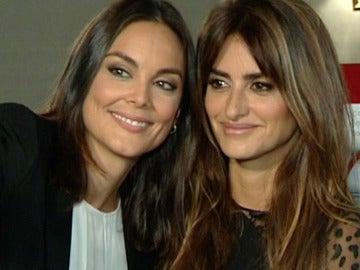 Mónica Carrillo con Penélope Cruz