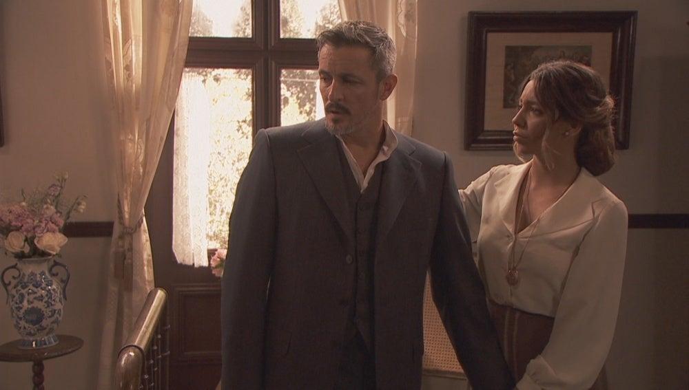 Emilia pide explicaciones a Alfonso por su actitud distante