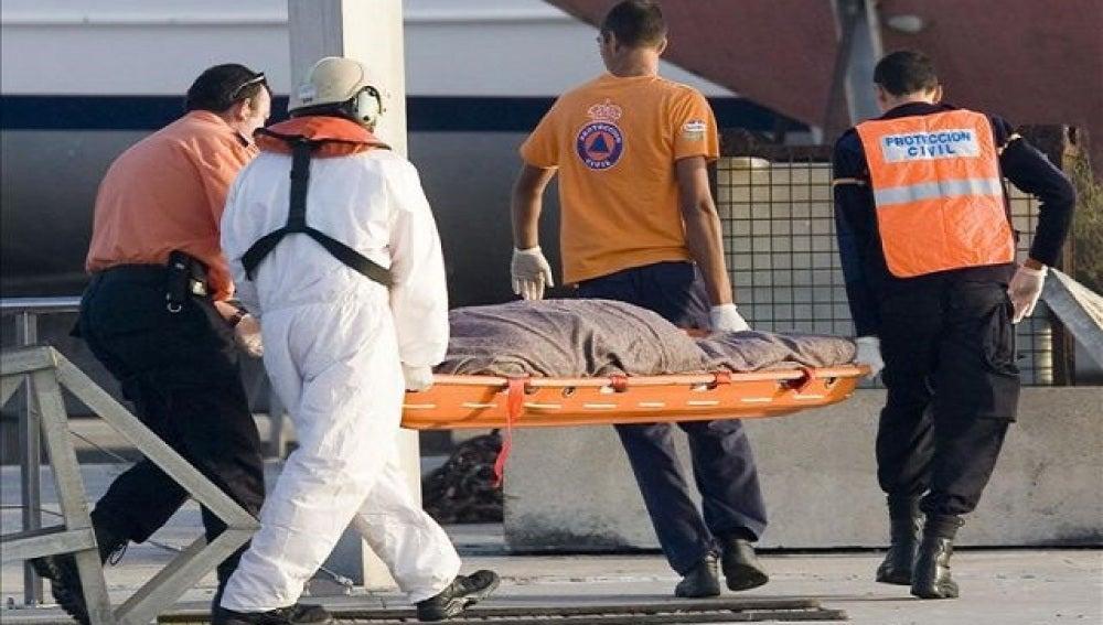Traslado de un cadáver del 'Nueva Pepita Aurora'