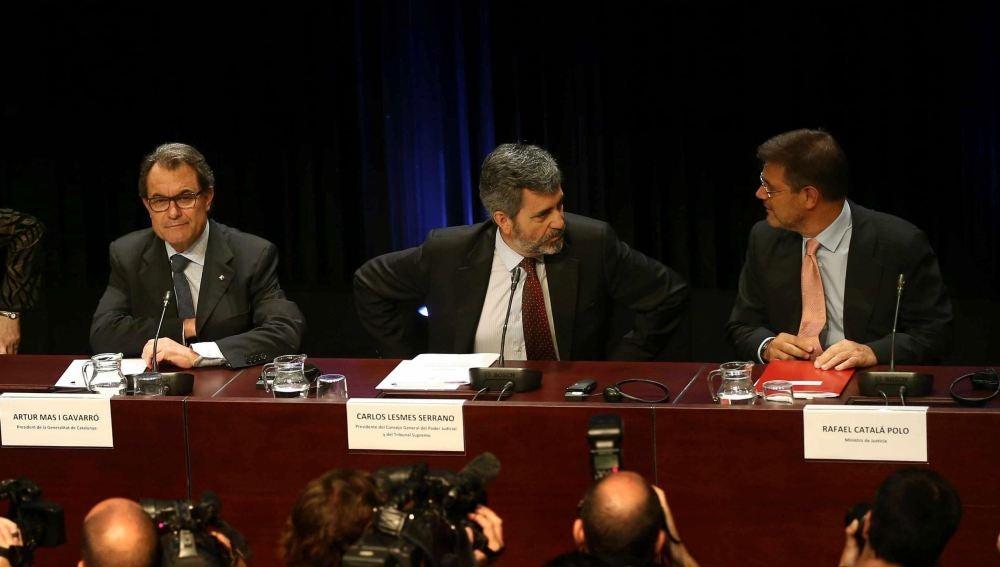 El presidente de la Generalitat, Artur Mas (c), el presidente del Tribunal Supremo, Carlos Lesmes (2d), el ministro de Justicia, Rafael Catalá