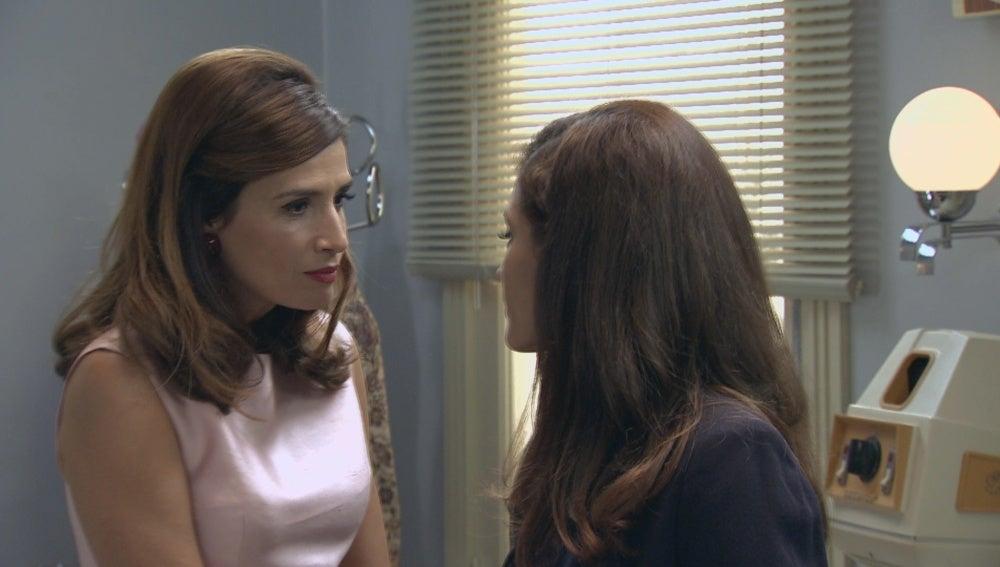 Sofía anima a su madre a casarse cuanto antes con el Dr. Martos