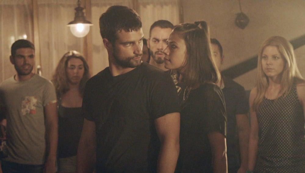 Lucas y Pilar se enfrentan en el bar