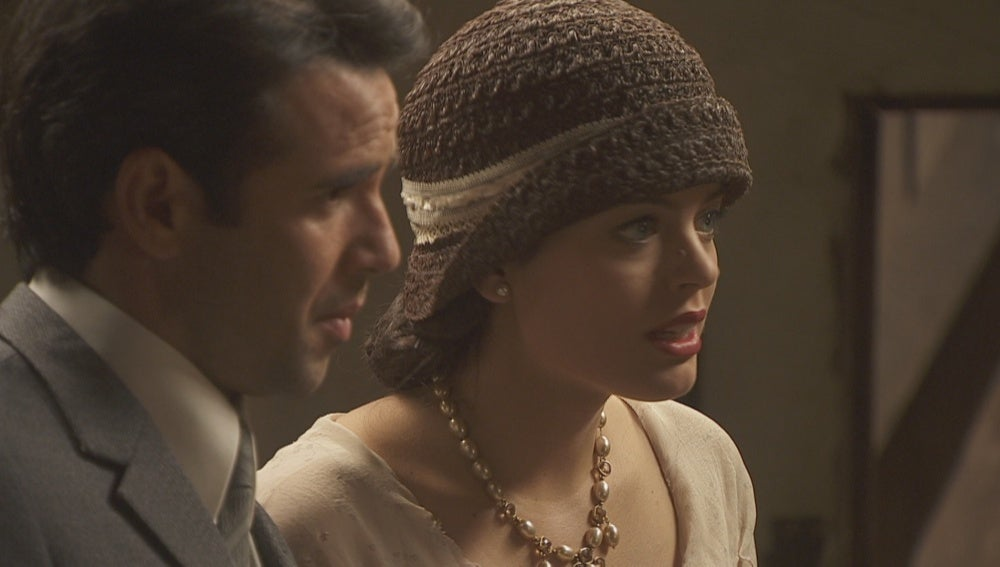 Sol y Carmelo ofrecen a Rosalía un talón en blanco