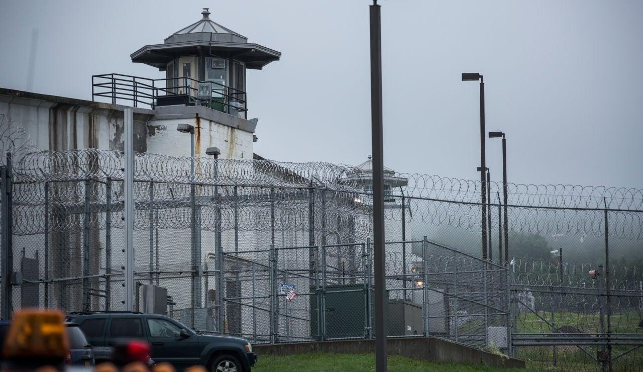 Liberan a 3 hombres que han pasado 24 años en la cárcel por un asesinato que no cometieron
