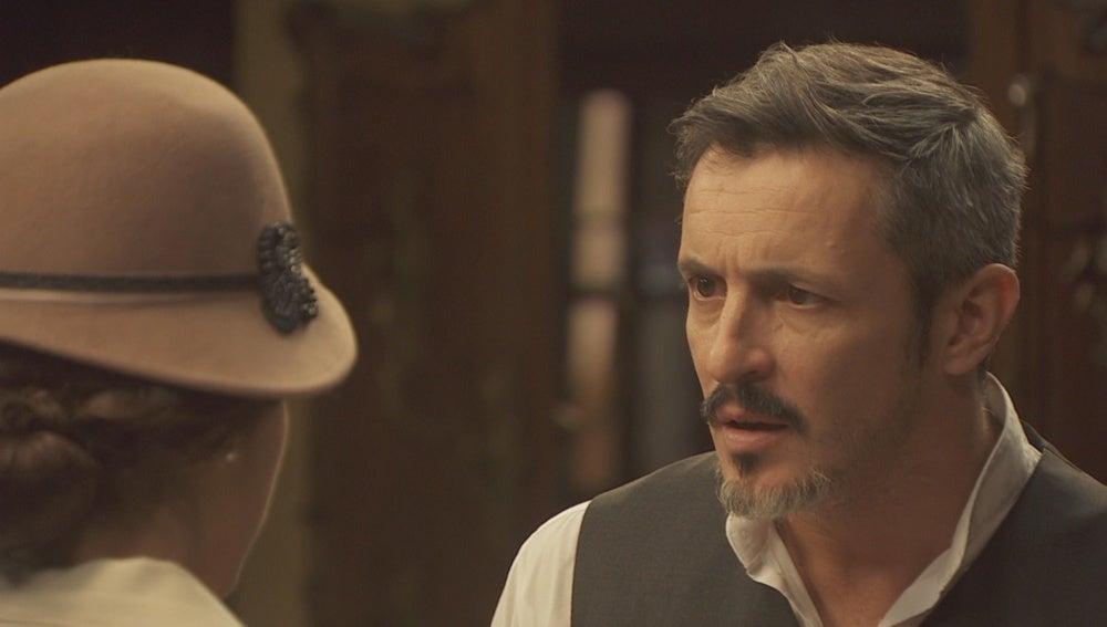 Hortensia regresa al pueblo para pedir ayuda a Alfonso