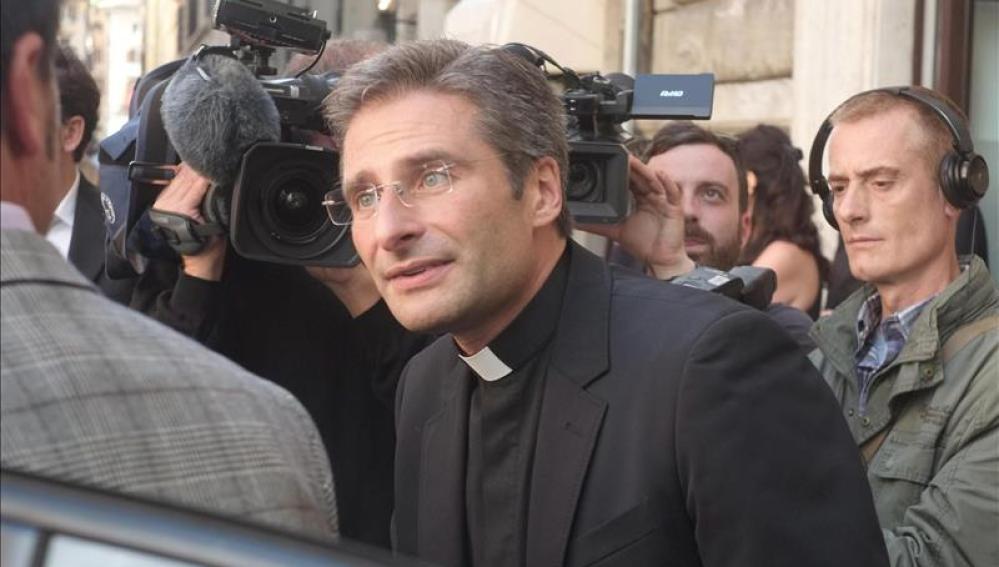 El sacerdote polaco Krzysztof Charamsa, expulsado del Vaticano.