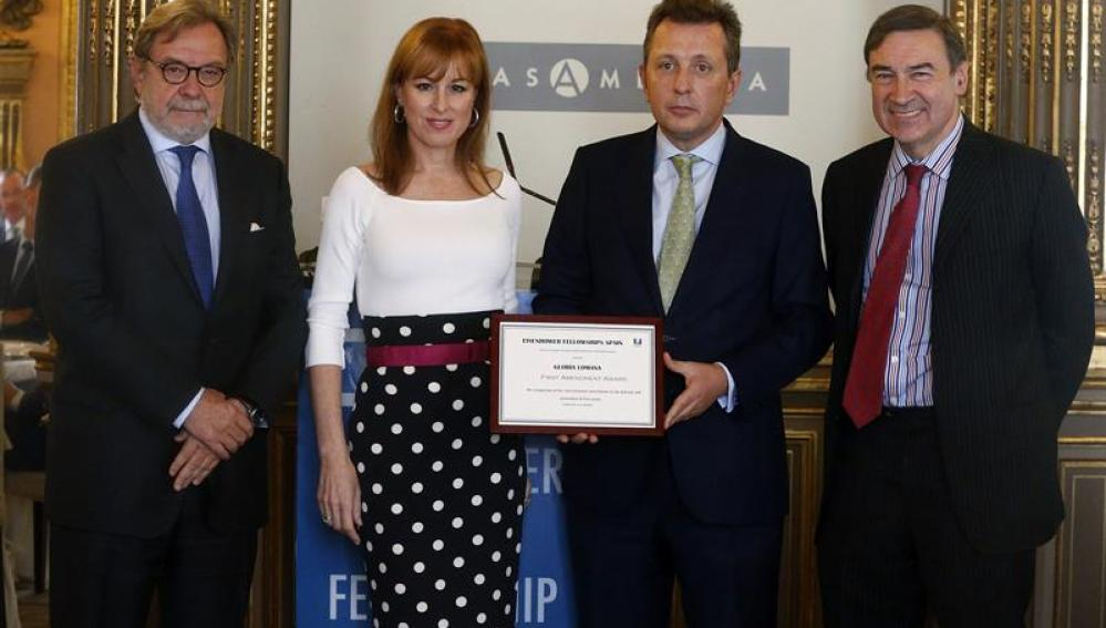 La directora de Informativos de Antena 3, Gloria Lomana, tras recibir el Premio 'First Amendment Award'