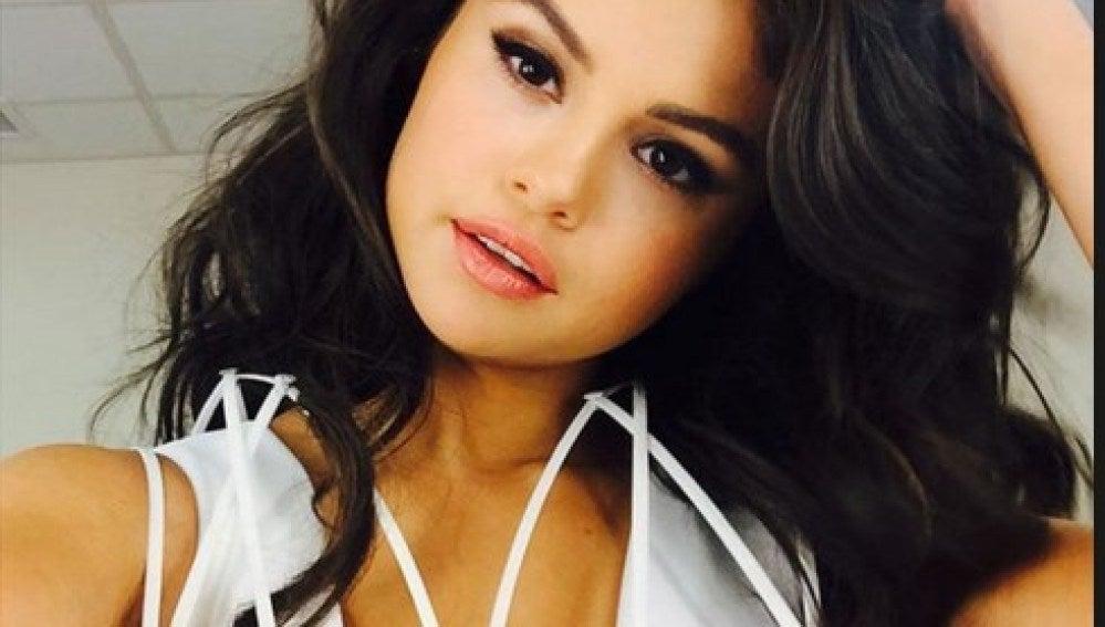 Selena Gomez tiene muy estudiado su selfie