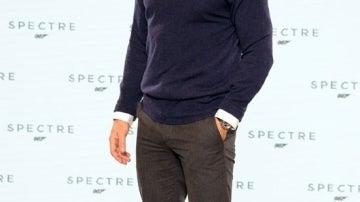 Daniel Craig siempre posa con gesto muy serio