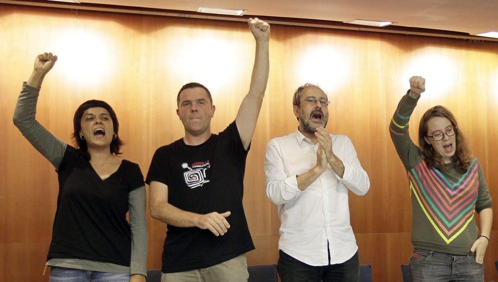 Antonio Baños, junto a los diputados Anna Gabriel, Josep Manel Busqueta y Eulalia Reguant