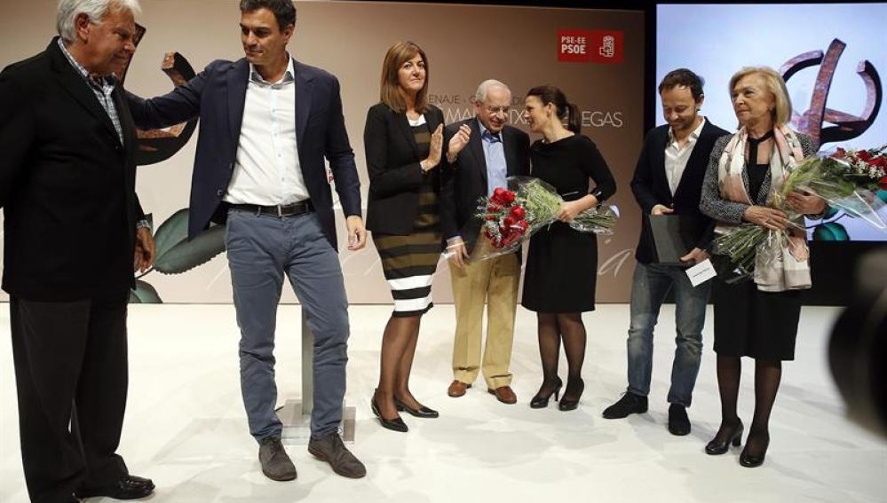Pedro Sánchez junto a Alfonso Guerra, Felipe González y familiares de Benegas