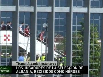 Llegada de los jugadores de Albania a Tirana
