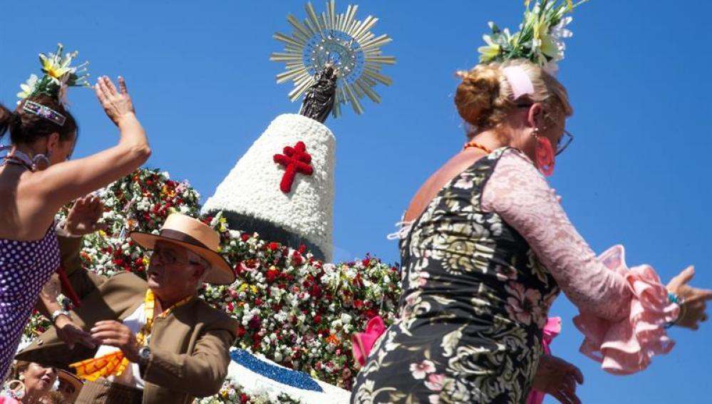 La ofrenda floral de la Virgen del Pilar bate un récord con casi 300.000 oferentes