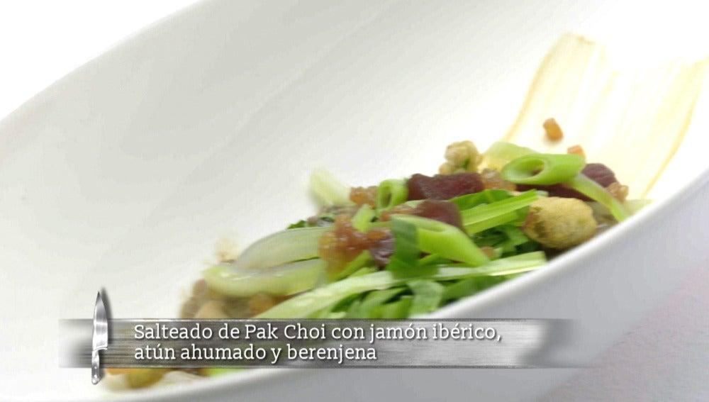 Pak Choi con jamón ibérico, atún ahumado y berenjena