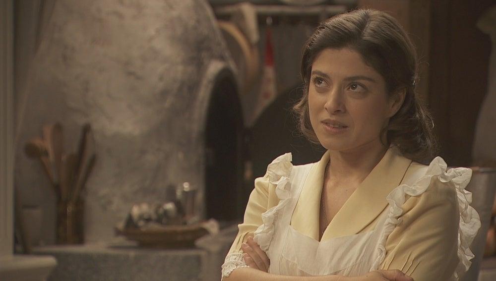 Candela intenta lidiar con la presencia de Melisa en el pueblo