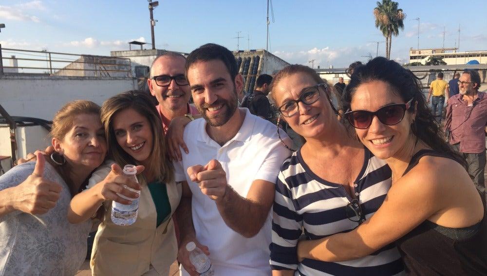 María León, Jon Plazaola y el equipo de Allí Abajo