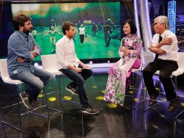 Kim Phúc y Nick Ut con Jordi Évole y Pablo Motos en El Hormiguero 3.0
