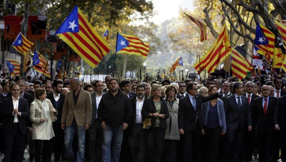 Artur Mas arropado por más de 400 alcaldes.