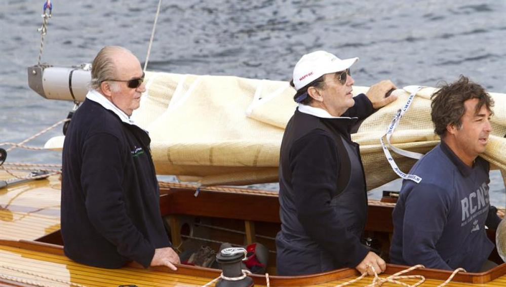 El Rey Juan Carlos estrena su nuevo velero
