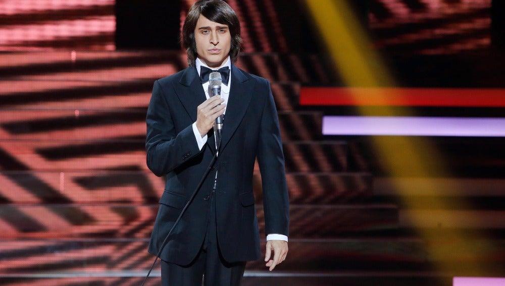 Adrián Rodríguez sorprende al público cantando 'América', de Nino Bravo