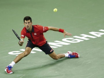 Djokovic resta una pelota en Shanghái