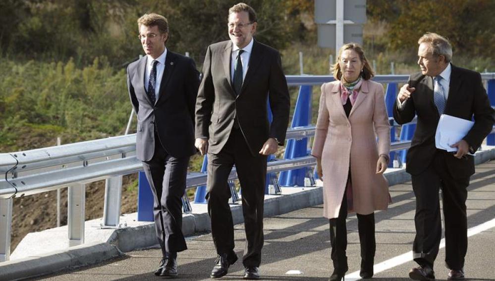 Rajoy acompañado por Núñez Feijóo y la ministra Ana Pastor