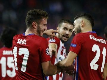 Saúl celebra su gol junto a Carrasco