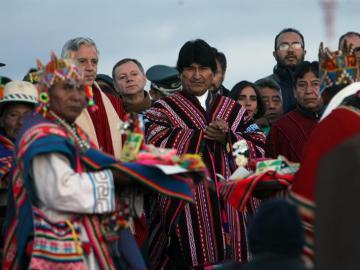 Evo Morales festeja su récord de permanencia en el poder en Bolivia