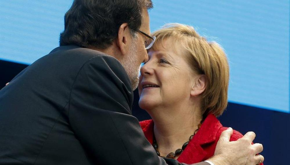 Mariano Rajoy saluda a Angela Merkel