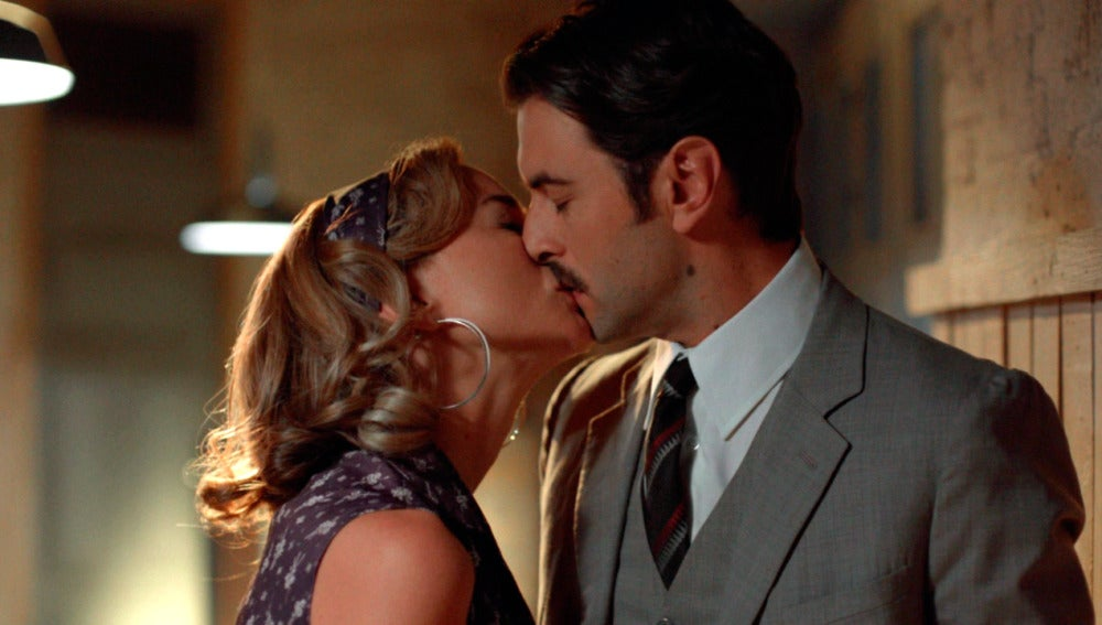 ¿Por qué besa Clara a Mateo?