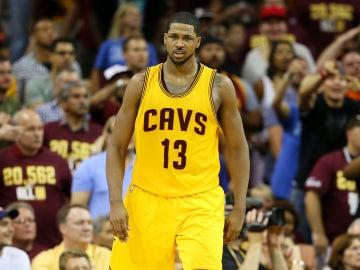 Tristan Thompson durante un partido de las finales de la NBA con los Cavaliers