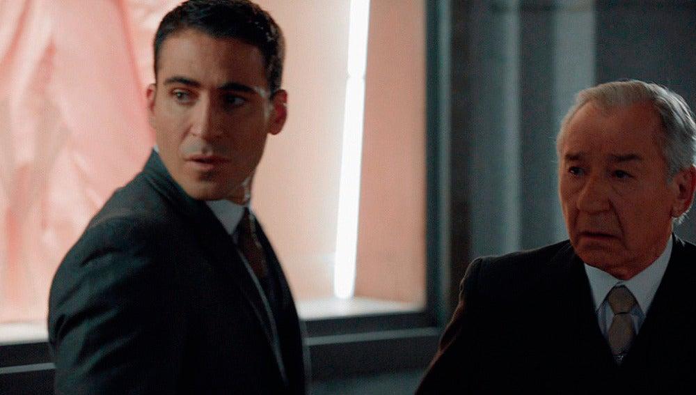 La tensión de Don Emilio y Alberto desaparece al ver a Ana