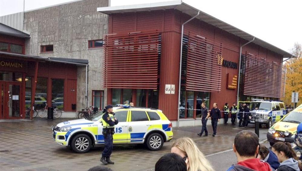 La policía sueca acordona el colegio Kronan en Trollhaettan