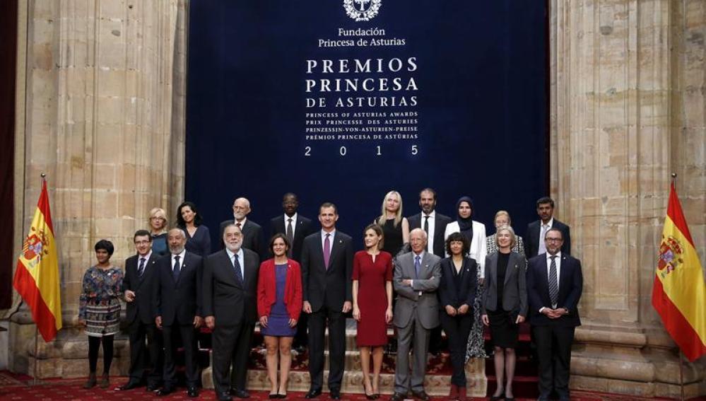Los Reyes reciben en audiencia a los ganadores de los Premios Princesa de Asturias