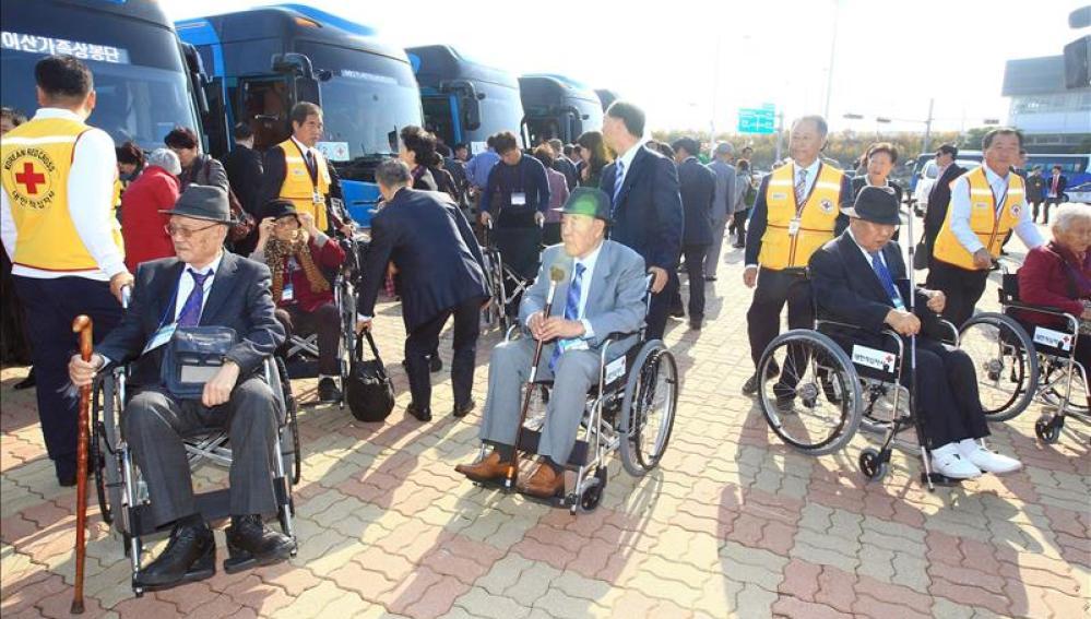 Miembros de las dos Coreas se reencuentran tras más de 60 años