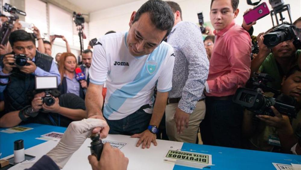 El actor Jimmy Morales gana las elecciones en Guatemala