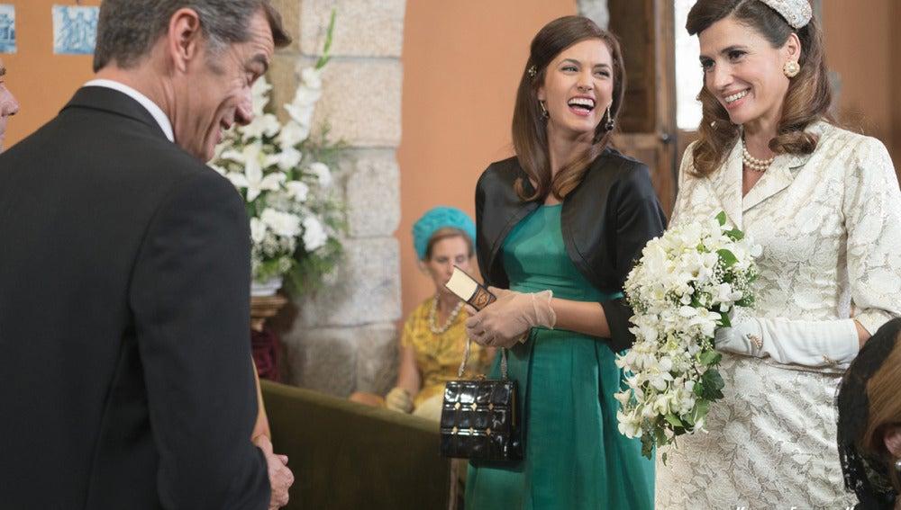 Eugenio, Sofía y Adela en la esperada boda