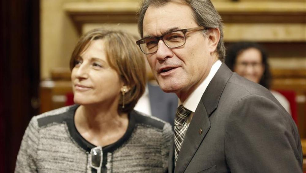 Artur Mas junto a Carme Forcadell en el Parlamento catalán