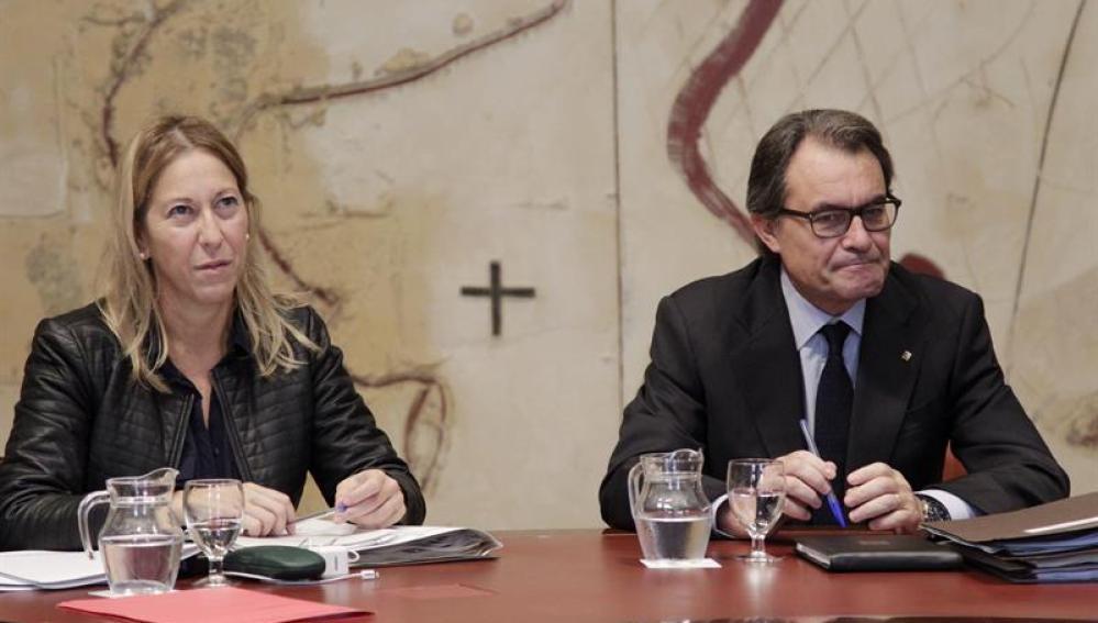 Neus Munté junto a Artur Mas.