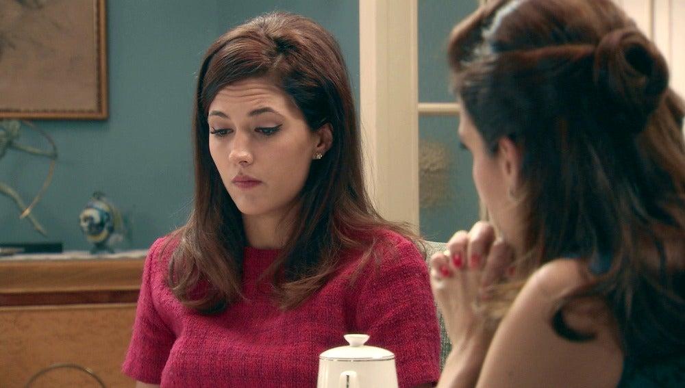 Sofía se siente confusa con la llegada de su padre