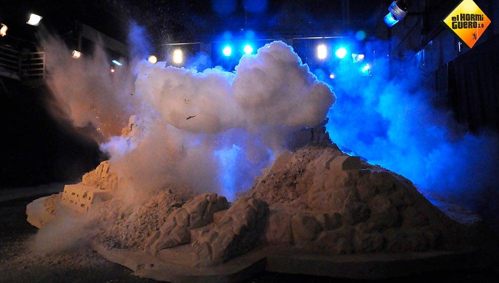 Justin Bieber explota por los aires un castillo de arena de 120.000 kilos