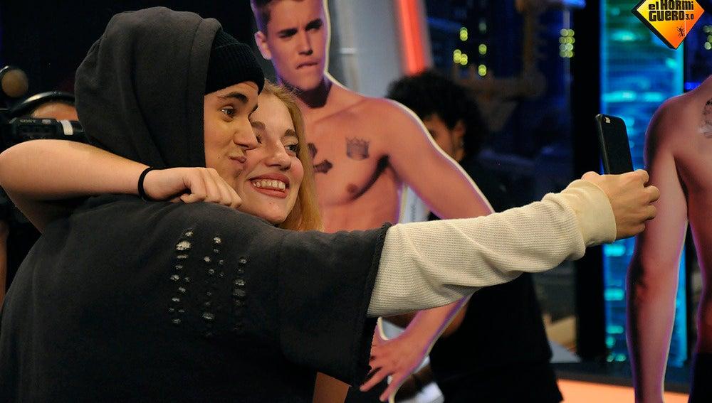 Una fan consigue un selfie con Justin Bieber