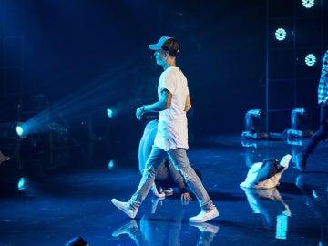 Justin Bieber se marcha del escenario en Oslo